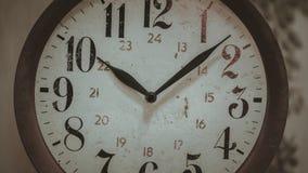 Visage d'horloge murale décoratif de cru photographie stock libre de droits