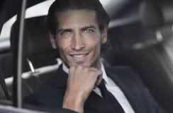 Visage d'un homme d'affaires s'asseyant dans la voiture Images stock