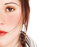 Visage d'une belle femme avec le renivellement saturé Photo libre de droits
