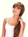Visage d'une belle femme indienne de sourire avec de longs cheveux Photos libres de droits