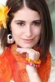 Visage d'une femme avec les accessoires oranges images stock