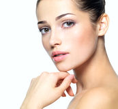 Visage de beauté de jeune femme. Concept de soin de peau. image stock