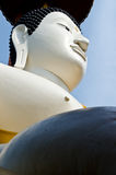 Visage de Bouddha avec le ciel bleu Photographie stock libre de droits