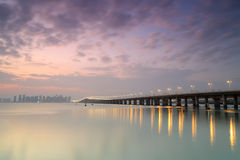 Visage de côté Ouest de pont de xinglin au crépuscule Photographie stock libre de droits