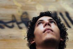 Visage de garçon sur le fond grunge Photos libres de droits