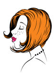 Visage de jeune femme avec les cheveux rouges Photographie stock