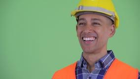 Visage de la pensée ethnique multi heureuse de travailleur de la construction d'homme banque de vidéos