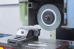 Visage de machine de meulage sur le dessus Photographie stock libre de droits