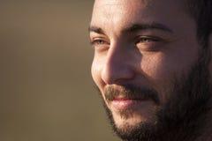 Visage de plan rapproché Homme de sourire avec la barbe Images stock