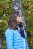 Visage de profil d'une femme recherchant photos libres de droits