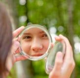 Visage de réflexion de fille Images stock