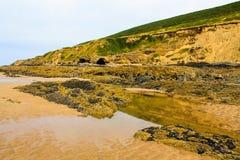Visage de roche reflété Images stock