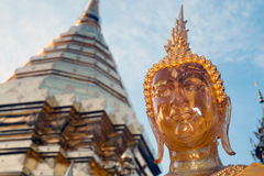Visage de statue extérieure de Bouddha chez Wat Phra That Doi Suthep dans Chiangmai, Thaïlande Photographie stock libre de droits