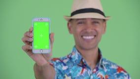 Visage de téléphone de touristes ethnique multi heureux d'apparence d'homme clips vidéos