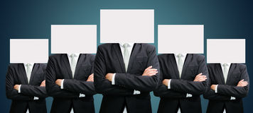 Visage debout de livre blanc d'homme d'affaires tenant l'avant de la tête Photo libre de droits