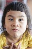 Visage drôle de beaux enfants asiatiques image libre de droits