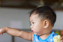 Visage du pointage de garçon photographie stock libre de droits
