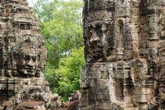 Visage en pierre sur le temple de Bayon chez Angkor Thom, Cambodi Image libre de droits