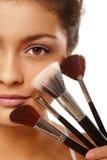 Visage et balais de beauté Photos stock