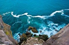 Visage et océan de roche Photo libre de droits