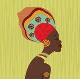 Visage ethnique africain de femme Vue de profil Jeune fille attirante de tribu avec le turban coloré Photos libres de droits