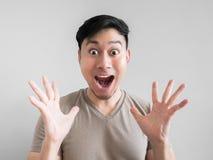 Visage excessivement de choc et de surprise de l'homme Photographie stock libre de droits