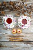 Visage fait à partir des tasses, des petits pains et des biscuits de vintage Images libres de droits