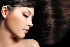 Visage femelle avec le long cheveu de beauté Photographie stock libre de droits