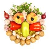 Visage gai effectué à partir des fruits et légumes Photos stock