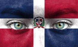 Visage humain peint avec le drapeau de la République Dominicaine  image stock