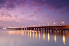 Visage latéral de pont de xinglin au crépuscule Image libre de droits