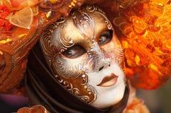 Visage masqué de femme avec de derniers subeams Photographie stock