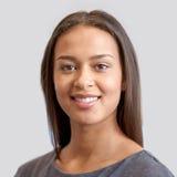 Visage ou portrait de sourire heureux de jeune femme photos libres de droits