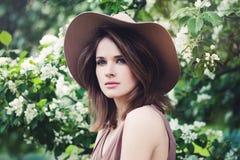 Visage parfait d'un beau jeune Woma à la mode Photographie stock