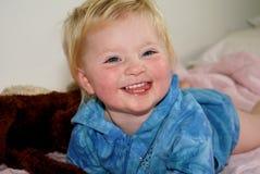 visage proche s d'enfant souriant vers le haut Photographie stock libre de droits