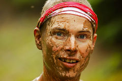 Visage sale couru par boue photographie stock libre de droits