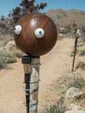 Visage sur une boule de bowling, art de yard images libres de droits