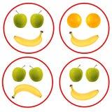 Visages de fruit d'isolement au-dessus du blanc - banane, oranges, pommes Photo stock