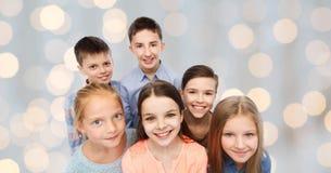 Visages de sourire heureux d'enfants Photos stock