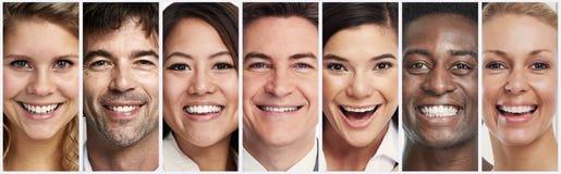 Visages de sourire heureux de personnes images libres de droits