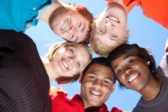 Visages des étudiants universitaires Multi-racial de sourire Photographie stock libre de droits