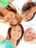Visages des filles regardant vers le bas et souriant Image libre de droits