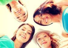 Visages des filles regardant vers le bas et souriant Photographie stock libre de droits