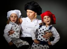 Visages fous d'équipe de restaurant de cuisinier Image stock