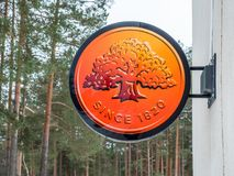 Visaginas, Litauen - 12. Februar 2018: Tageswinteransichtschuß Swedbank-Logo Stockfoto