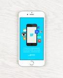 Visande IFTTT applikation för Apple iPhone 6 Arkivfoto