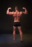 Visar de tillbaka musklerna för den starka mannen Arkivbilder