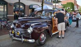Visar den Chrysler staden 1941 och landet på rullningsskulptur 2013 Arkivfoton