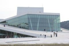 visar för den oslo för den flagstadhuskirsten norway operan statyn sångaren royaltyfria foton