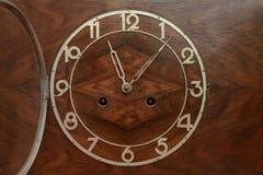 Visartavlan av den gamla klockan Arkivfoton